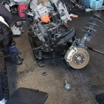 本日は廃車で引き取った日産リーフを解体作業しました。